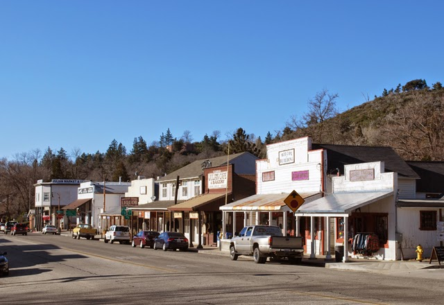 A Brief San Diego Visitor's Guide // Visit Julian, an old mining town in the mountains of San Diego County